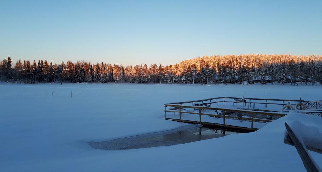bevroren-meer-Lapland